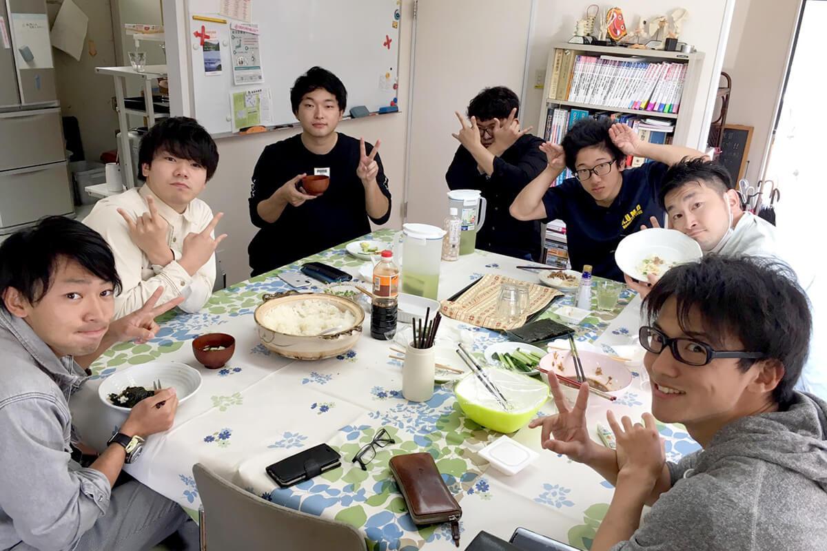 医系学生サポートセンター昼食会学生たち